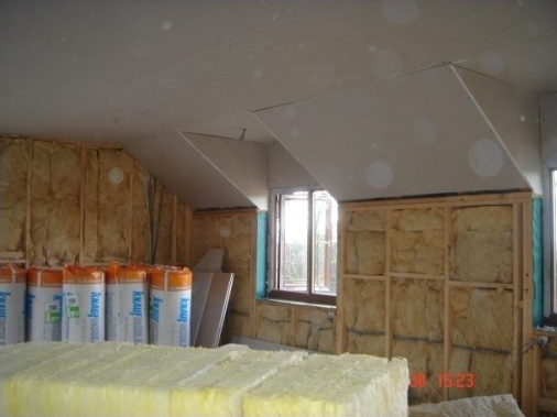 Walls insulated with 140mm Rockwool